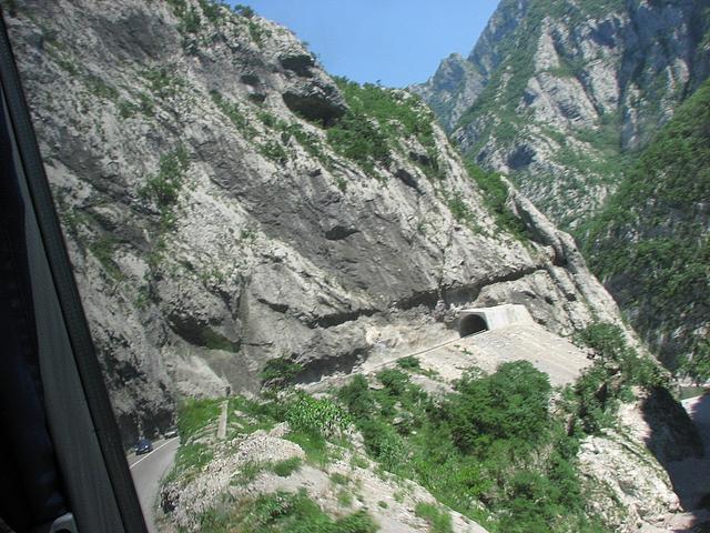 tara kilometrové steny nahor